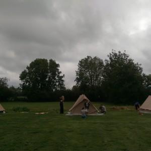 De Zeeverkenners zetten natuurlijk zelf hun tenten op